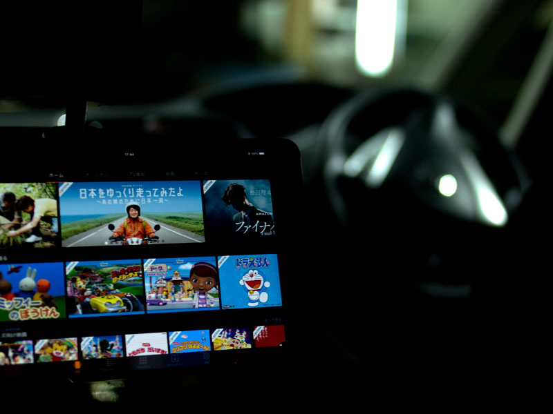 車内で動画サービスを楽しむ