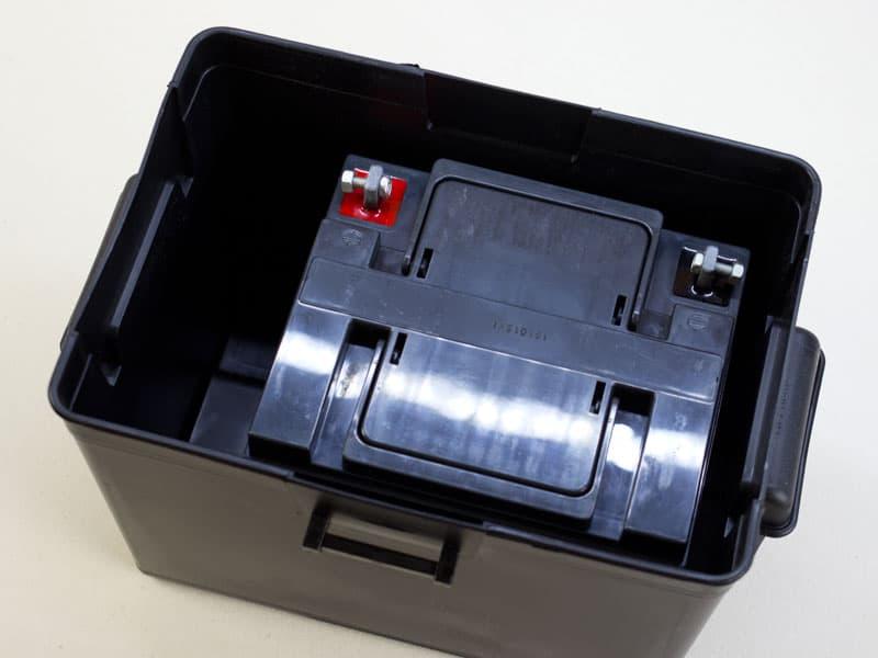 バッテリーをボックスに入れた様子