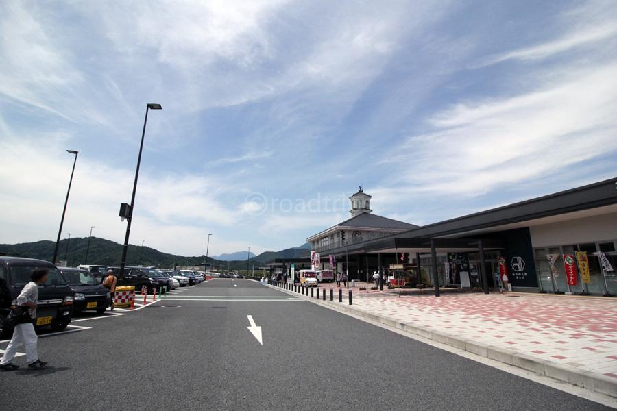道の駅建物前