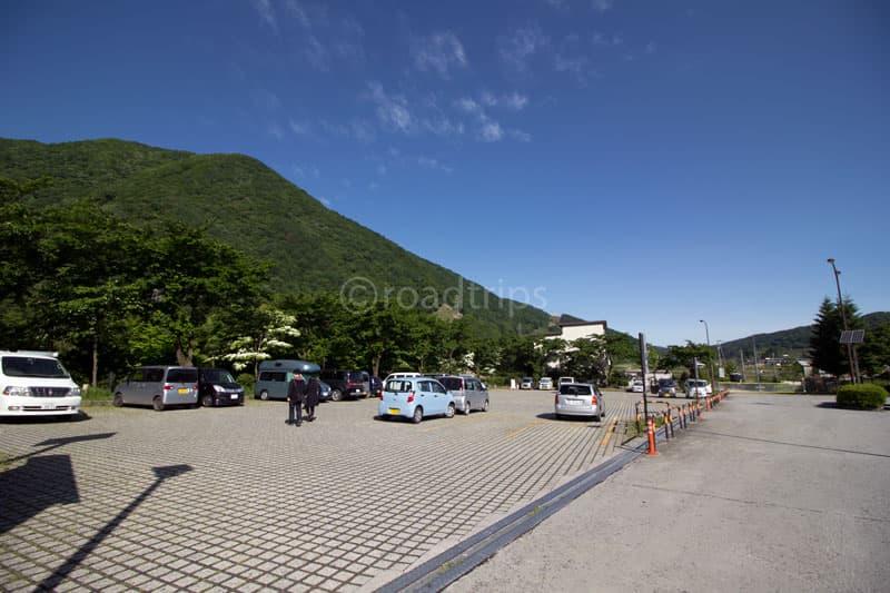 西側小型車用駐車場(芝生広場)