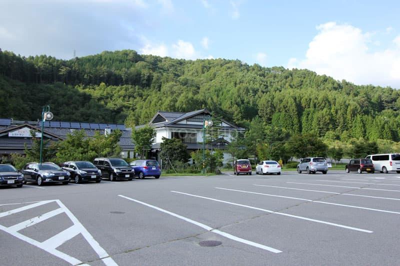 ひまわりの館前駐車場