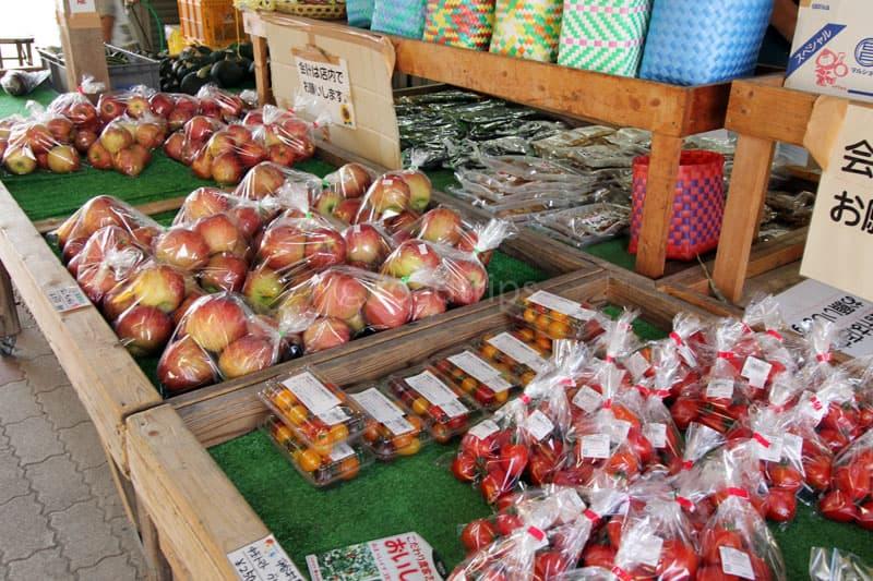 地元の果物も販売