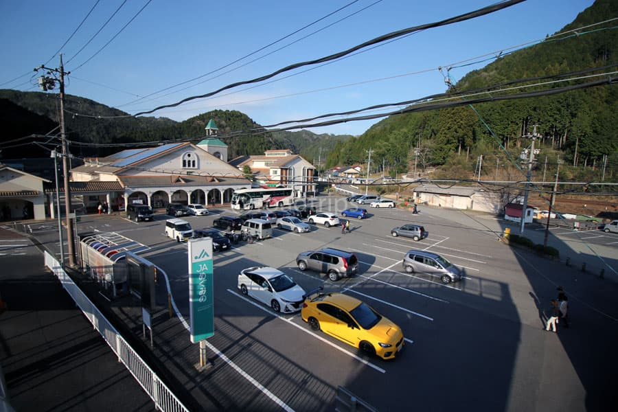 道の駅施設前駐車場