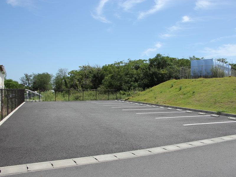 食堂東側駐車場